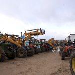 Tractores aparcados en El Rocío