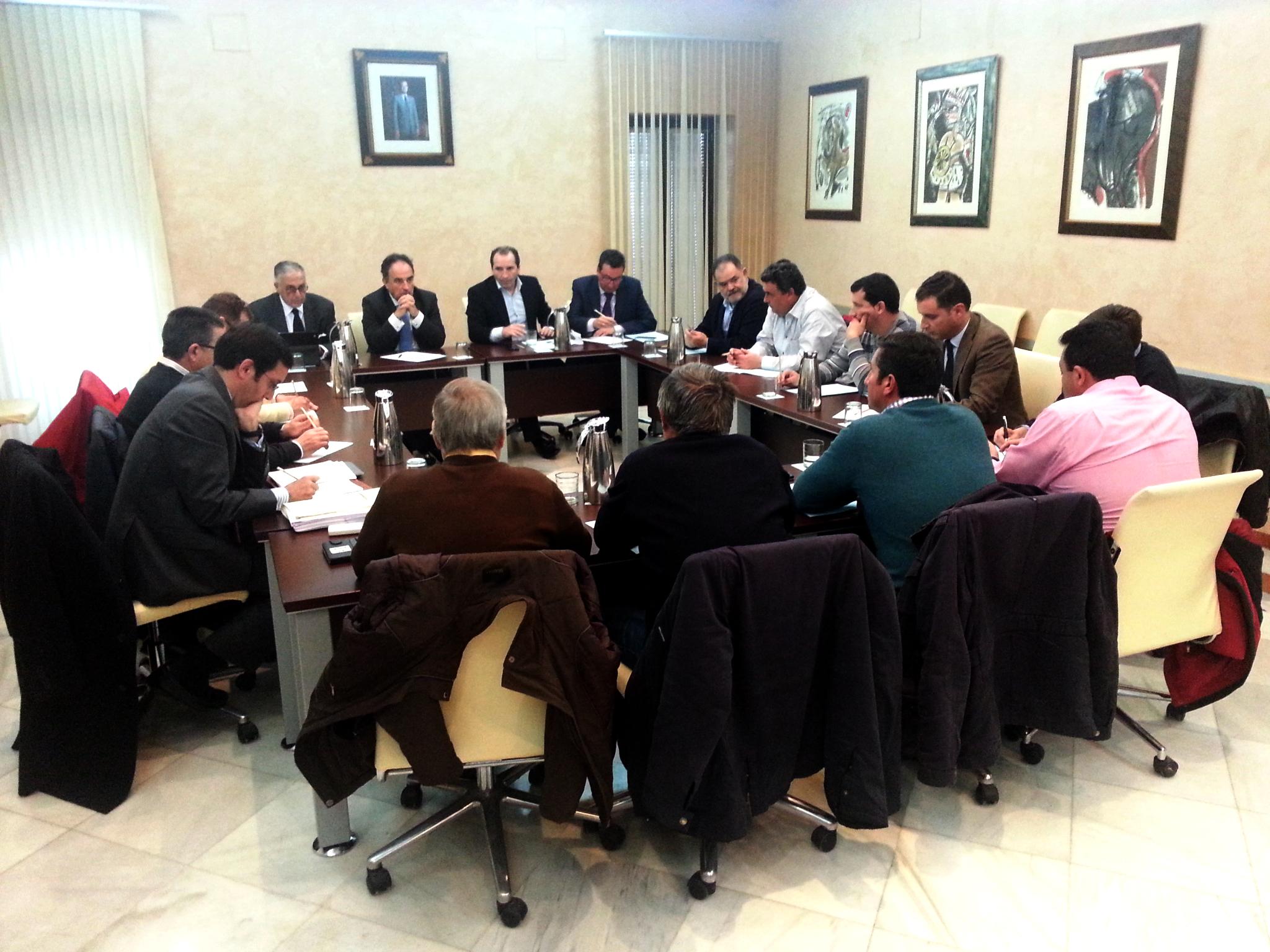 Miembros de la Plataforma junto a la CHG y miembros del PP