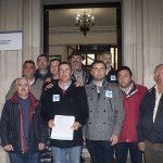 Miembros de la Plataforma después de entregar el escrito al subdelegado