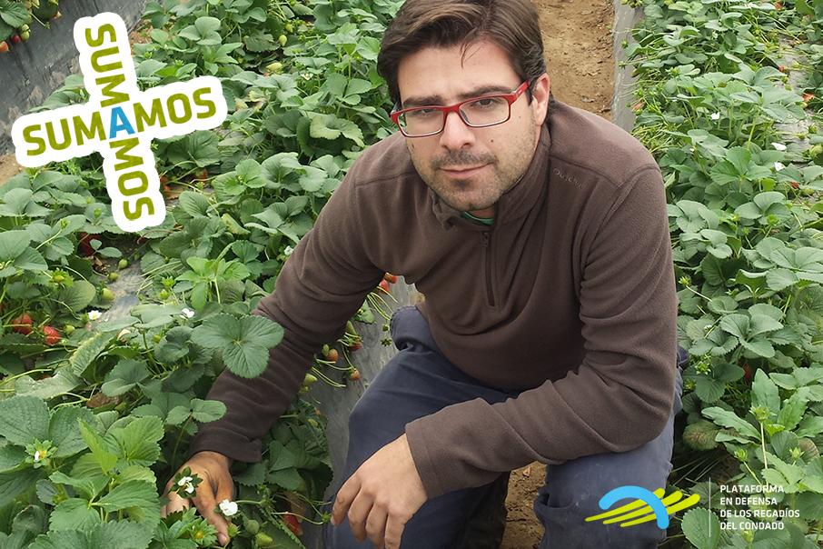 Manuel Contreras es técnico agrícola en los frutos rojos del Condado