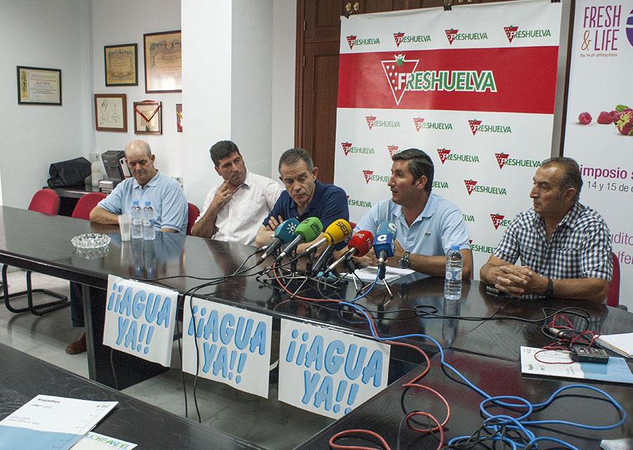 Cristóbal Picón y Rafael Domínguez junto a otros representantes del sector