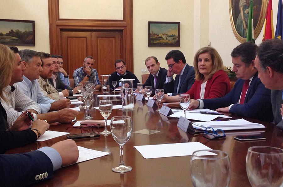 La Plataforma recibe el compromiso de Báñez de aprobar un anteproyecto de ley para la transferencia