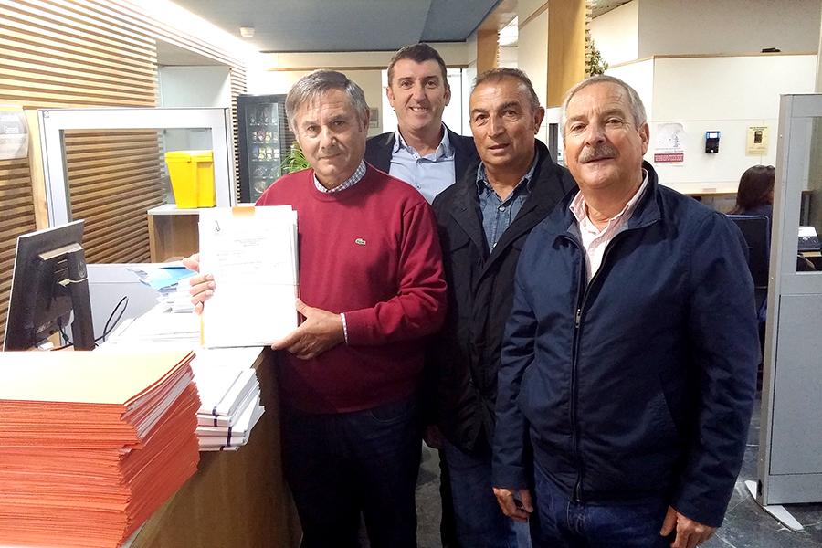 La Plataforma entrega todas las solicitudes de los certificados previos a las concesiones de agua