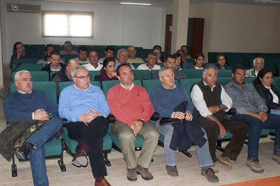 La Plataforma prepara la manifestación ante el Parlamento y convoca un paro del sector agrario