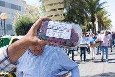 La Plataforma reparte 5.000 kilos de fresas en Huelva para informar sobre las demandas de los agricultores del Condado