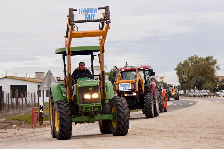 Tractorada por los regadíos del Condado
